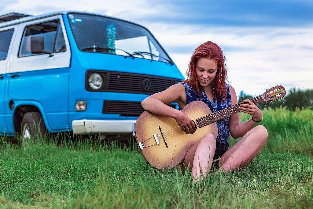 """Freedom, peace and Grandpa´s guitar..."""